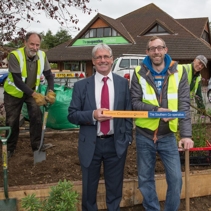 Clanfield community digs deep to create bee friendly flower bed